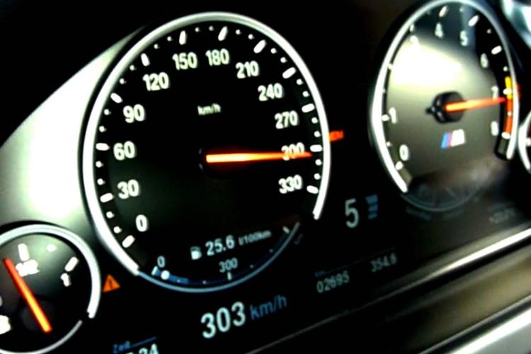 V Max Hochstgeschwindigkeitbegrenzung Tacho Video BMW M6 Gran Coupe 300 Kmh1